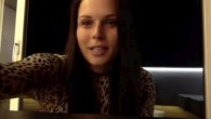 Anna Fenninger désigne Lara Gut dans une tenue sexy