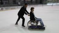 Les chaises roulantes invitées à entrer sur la glace