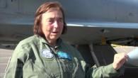 A 76 ans, elle s'offre un cinquantième vol en Mirage