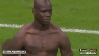 Balotelli tombe son maillot