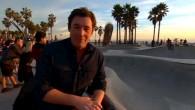 Skateboard erwischt Reporter