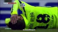 Jordi Alba se fait assommer ... par le drapeau du juge de ligne