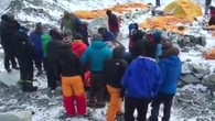 Helikopter holen Verletzte aus Basislager am Mount Everest