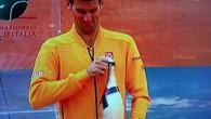 Djokovic et sa bouteille de champagne