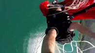 Parachutiste en difficulté au-dessus du lac d'Annecy