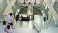 Chinesische Mutter stirbt auf defekter Rolltreppe