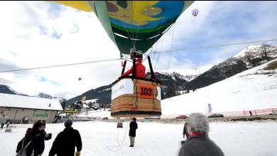 Le festival de ballons incite les enfants à voler