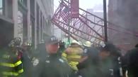 Kran in Manhattan umgekippt