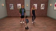 Des bambins donnent une leçon de danse à Gwyneth Paltrow