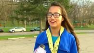 Mädchen rennt aus Versehen Halbmarathon