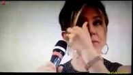 Jennifer Aniston en pleurs pendant une interview