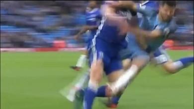 Kün Aguero sèche David Luiz et voit rouge