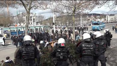 100 Jahre SVP Zürich: Polizei kesselt Demonstranten ein