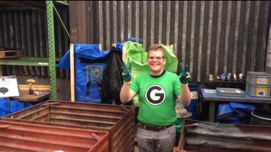 Brühlgut-Mitarbeiter unterwegs für Recyclingfirma