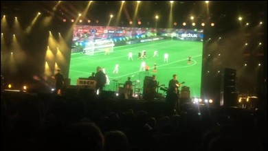 Liam Gallagher a voulu regarder le match durant son concert