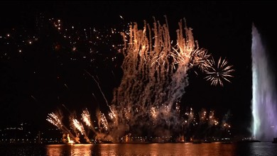 Le traditionnel feu d'artifice illumine la rade